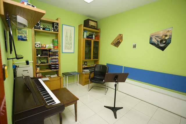 Aula de piano e instrumentos de viento