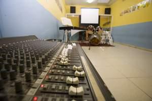 Sala polivalente y estudio de grabación
